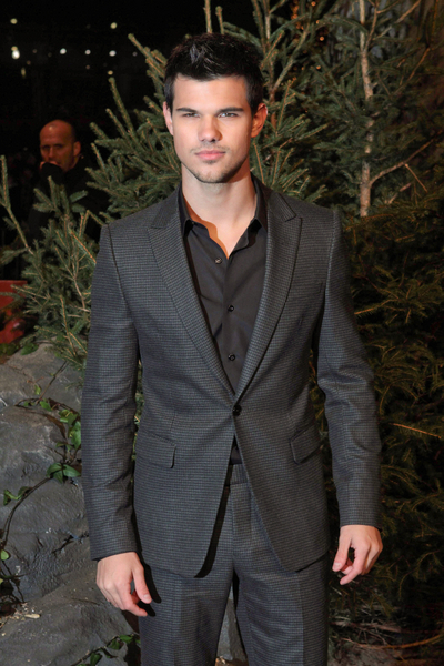 Taylor Lautner Pictures: The Twilight Saga: Breaking Dawn - Part 1 Berlin Premiere Photos, Pics