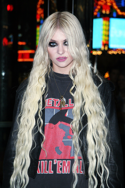 Taylor Momsen Hair Pictures: The Pretty Reckless Hard Rock Acoustic Show Photos, Pics