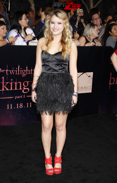 Taylor Spreitler Pictures: The Twilight Saga: Breaking Dawn - Part 1 Premiere Photos, Pics