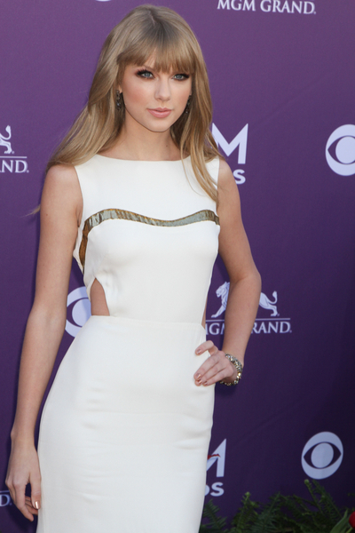 Taylor Swift Pictures: Academy of Country Music (ACM) Awards 2012 Photos, Pics