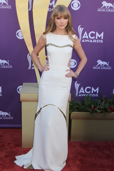 Taylor Swift Hot Style Pictures: Academy of Country Music (ACM) Awards 2012 Photos, Pics