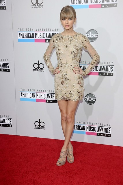 Taylor Swift Pictures: American Music Awards (AMAs) 2012 Red Carpet Photos, Pics