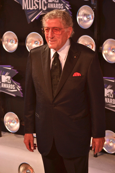 Tony Bennett  Pictures: MTV Video Music Awards (VMAs) 2011 Red Carpet Photos, Pics