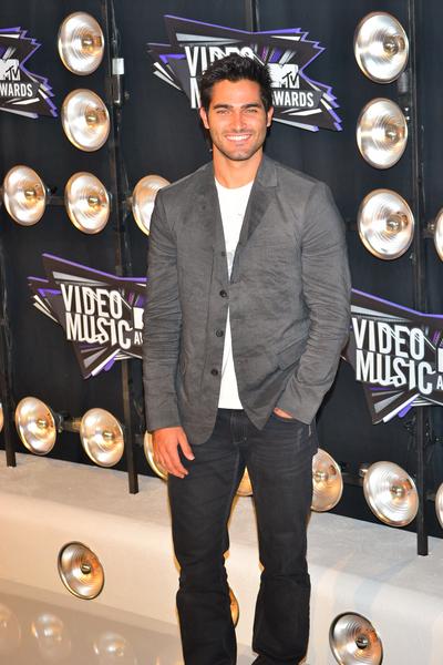 Tyler Hoechlin Pictures: MTV Video Music Awards (VMAs) 2011 Red Carpet Photos, Pics