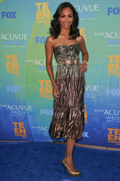 Zoe Saldana Hot Style Pictures: Teen Choice Awards 2011 Blue Carpet Photos, Pics